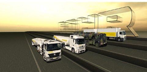 Vier LKWs fahren nebeneinander, im Hintergrund der Schriftzug Rohr