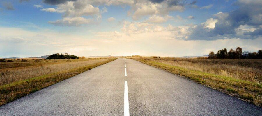 Der Verlauf einer lehren Straße